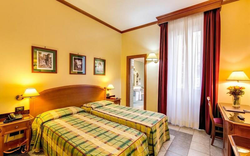 هتل 3 ستاره میلانی