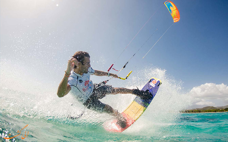 کایت سواری بر روی آب | Kitesurfing- انواع ورزش های آبی