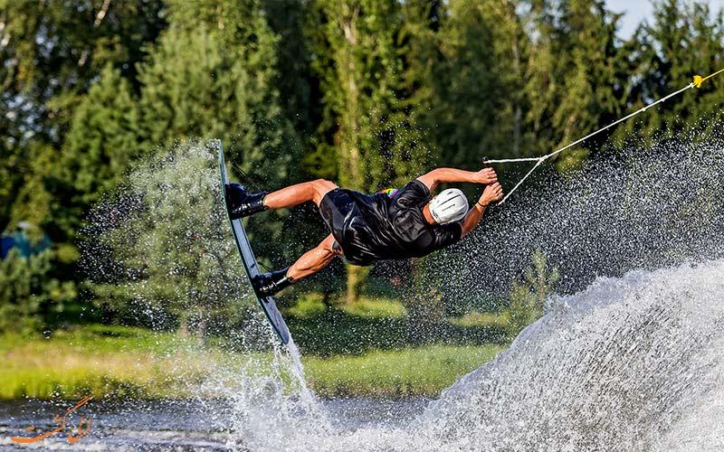 ویک بوردینگ | Wakeboarding- انواع ورزش های آبی