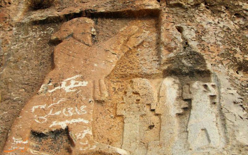 نقش مرد باستانی در بالای گوردخمه