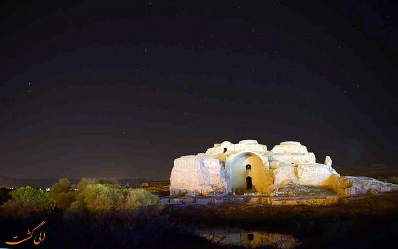 کاخ اردشیر بابکان در شب