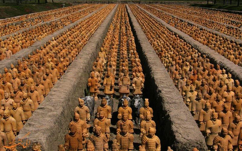 ردیف سربازان ایستاده
