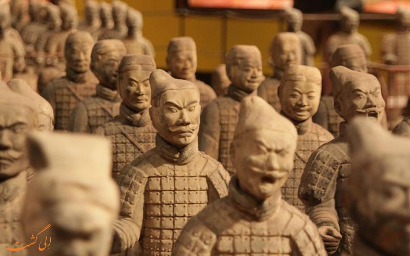 سربازان ایستاده در چین