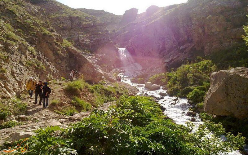 مسیر زیبای آبشار شکراب
