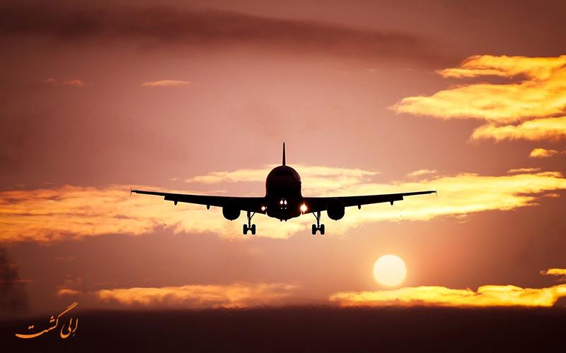 هواپیما در آفتاب