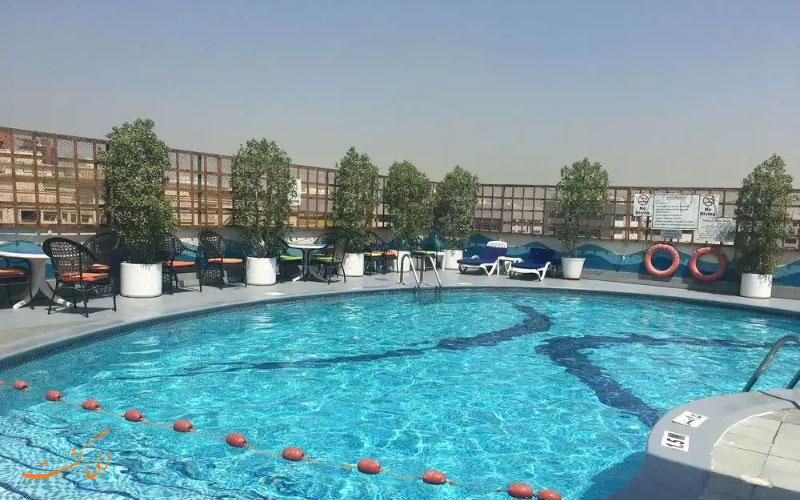 هتل آواری دبی | استخر