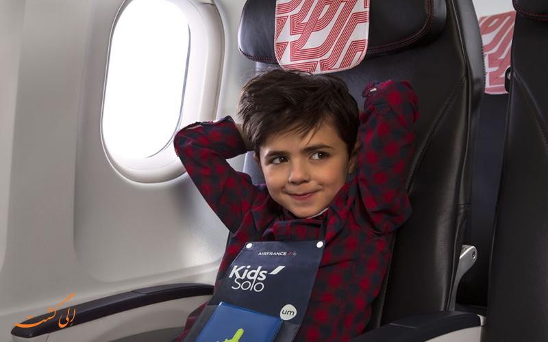 کودک تنها در هواپیما
