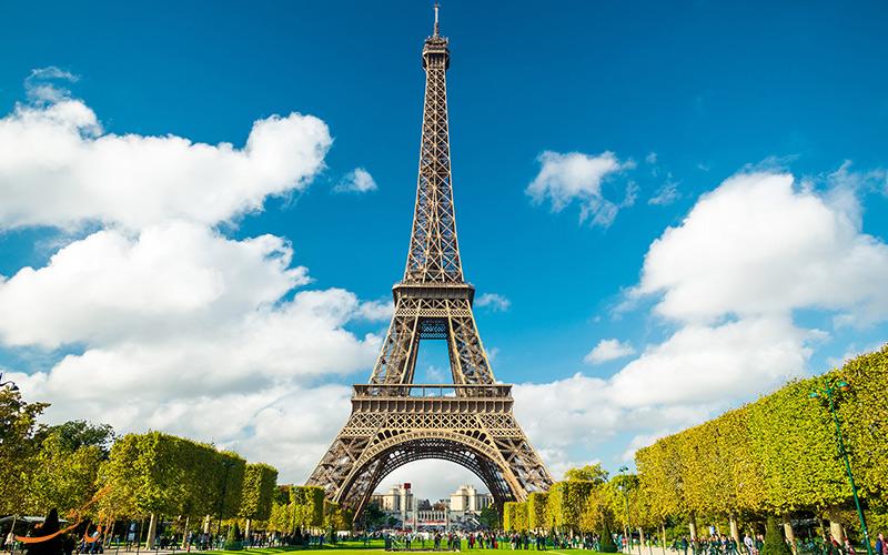 هجوم گردشگران به فرانسه
