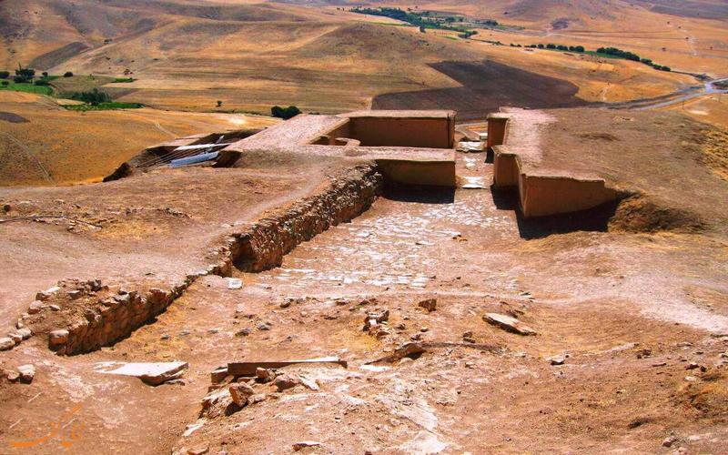 بقایای قلعه باستانی زیویه