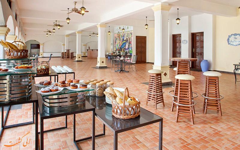 رستوران هتل هالیدی