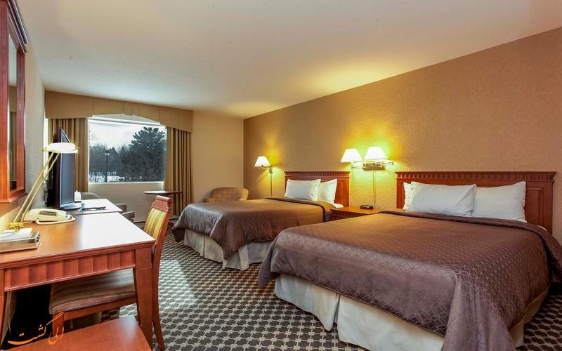 هتل یونیورسال در مونترال