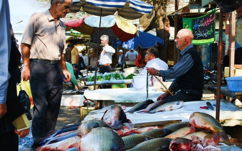بازار ماهی در بندر انزلی