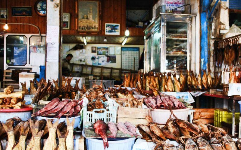 بازار ماهی فروشان در انزلی