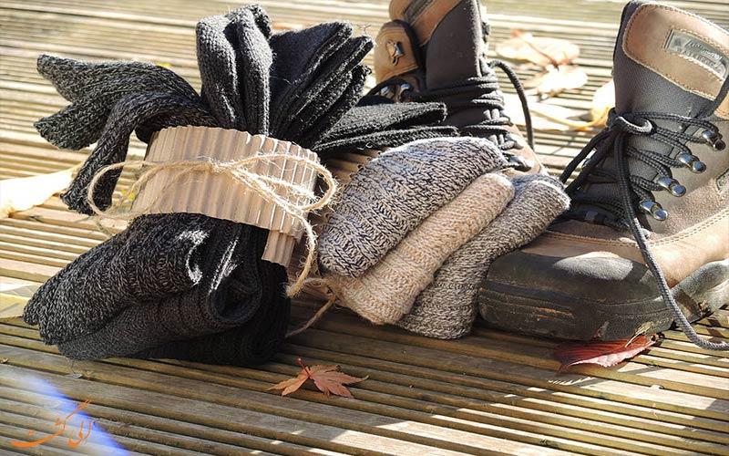 انتخاب لباس مناسب برای سفر- جوراب
