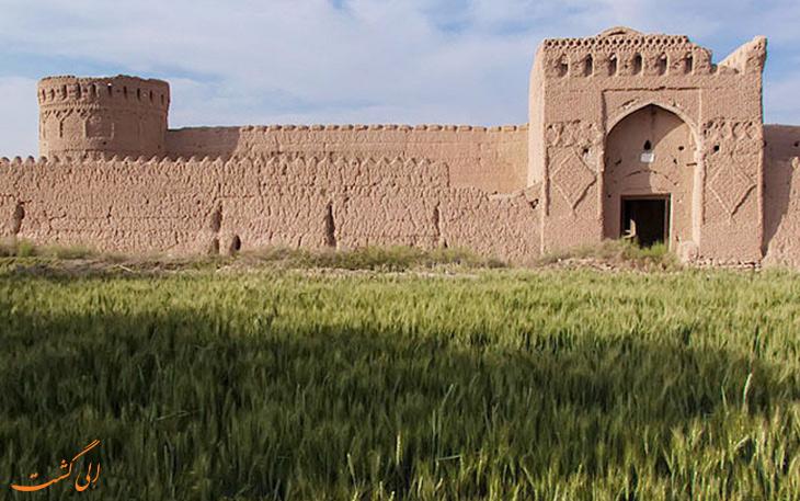 قلعه ی مهرپادین در مهریز