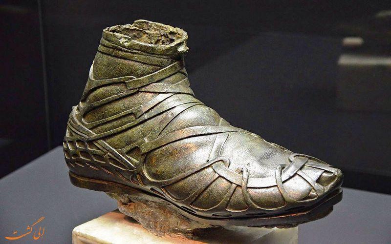 کشف یک کفش باستانی