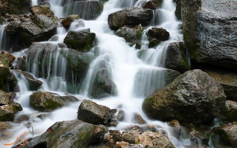 آبشار زیبای آب پری