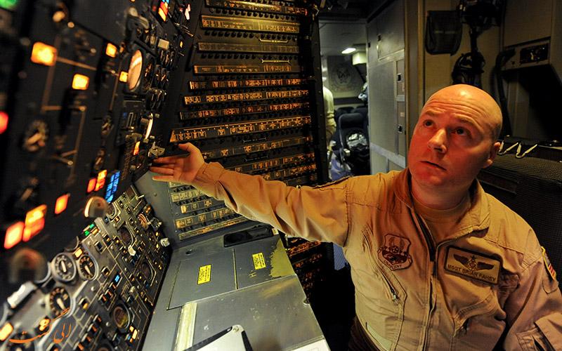 نقش مهندس پرواز در هواپیما چیست؟