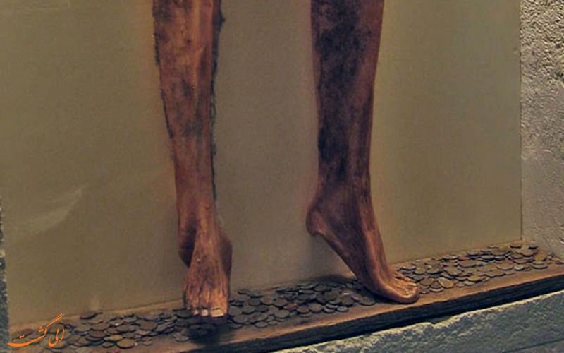 شلوار ساخته شده از پوست انسان