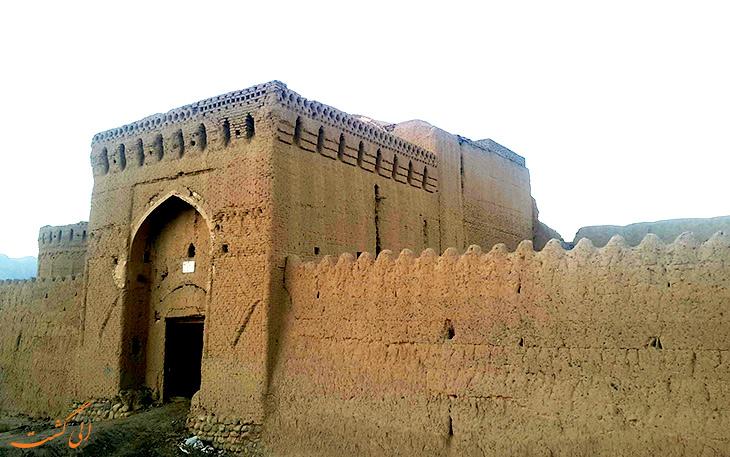 قلعه مهرپادین در مهریز