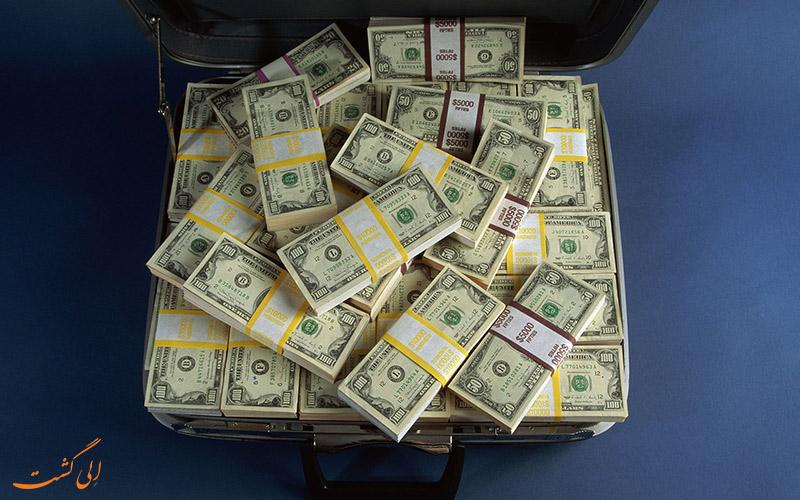 مواظب پول هایتان باشید