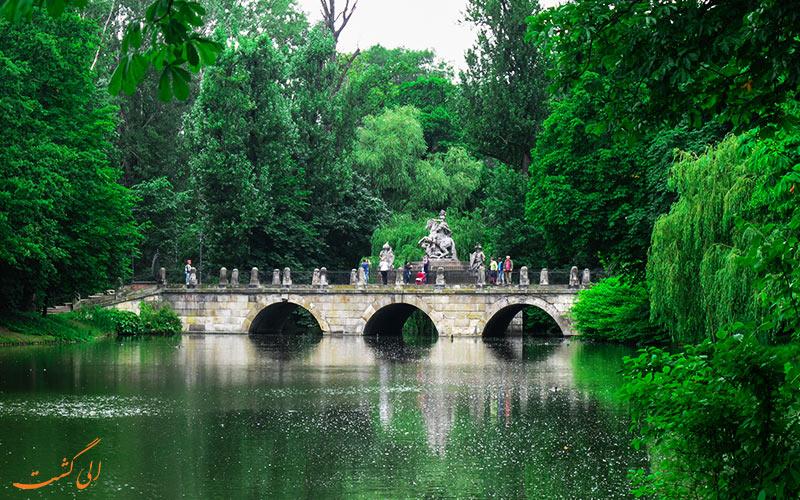 پلی زیبا در پارک