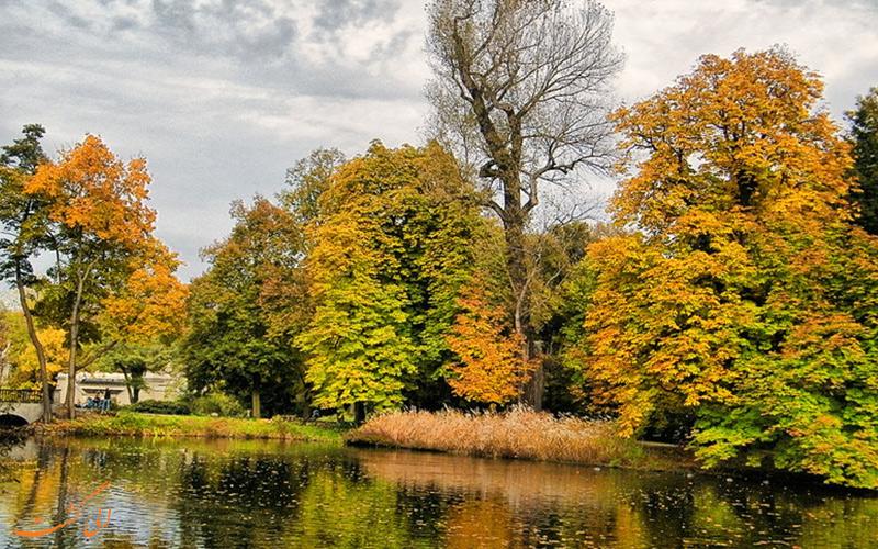 پارک در فصل پاییز