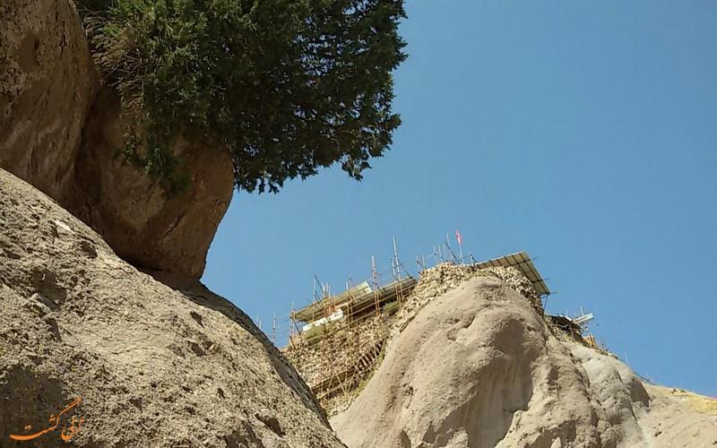 کشف آثار تاریخی دژ الموت در قزوین
