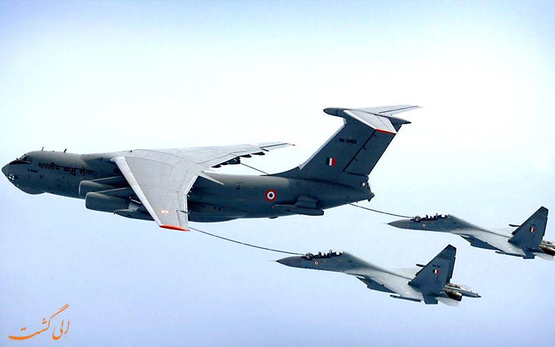 سوخت گیری هوایی برای دو هواپیما