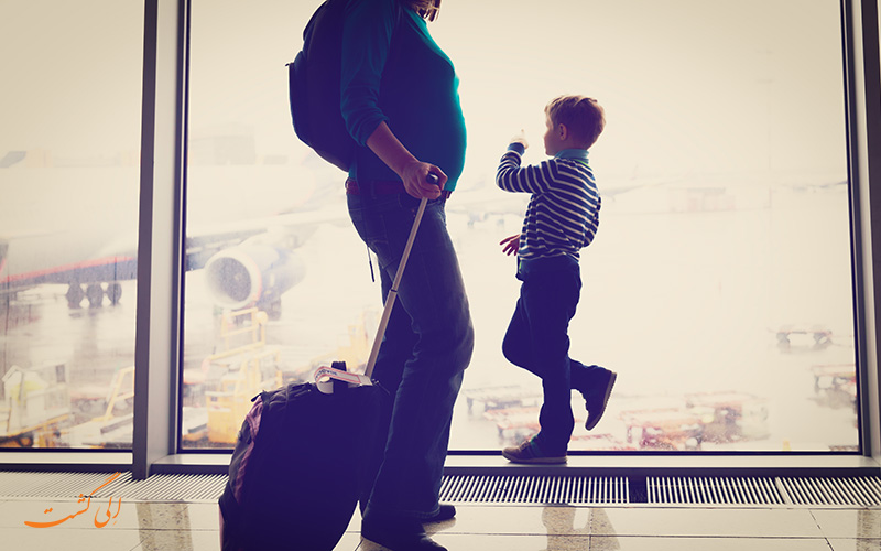 خانم باردار در فرودگاه