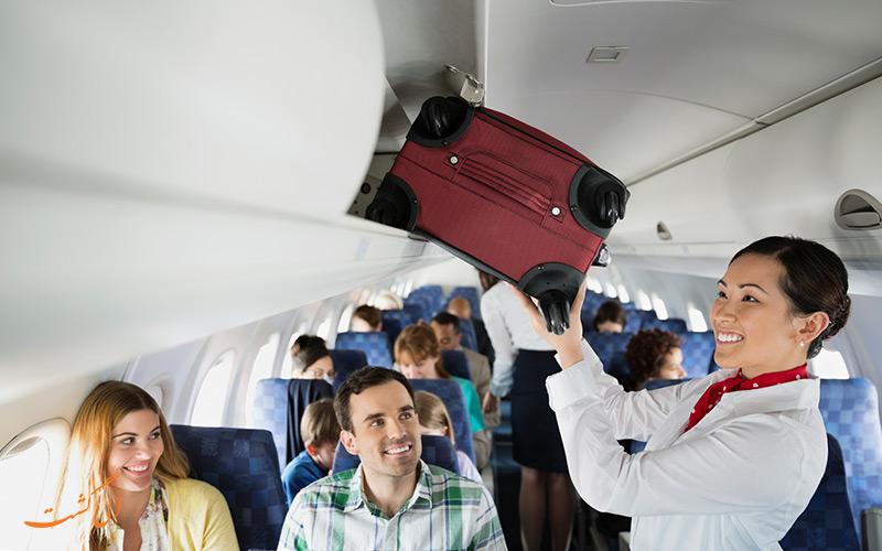 یک مهماندار هواپیما