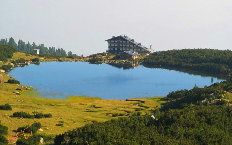 قله و دریایچه بزبوگ در پیرین