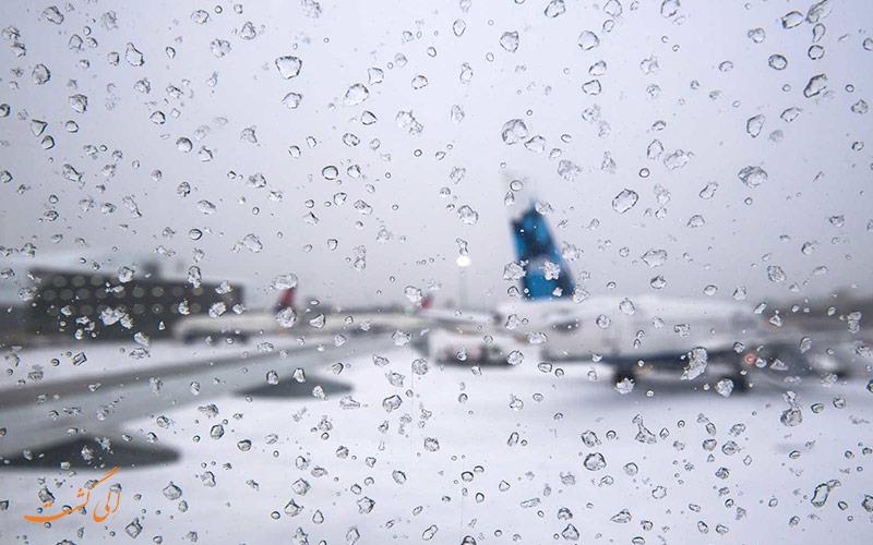 پرواز در باران منجمد