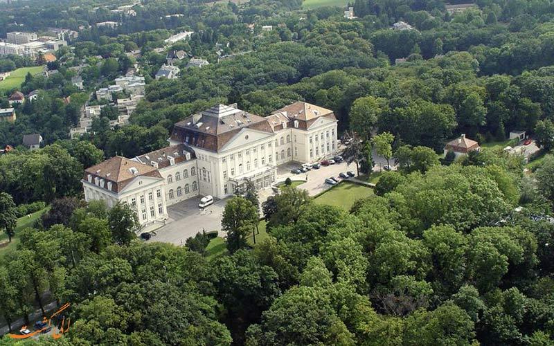 فاصله ی هتل اشلوس ویلهلمینبرگ وین تا جاذبه های وین