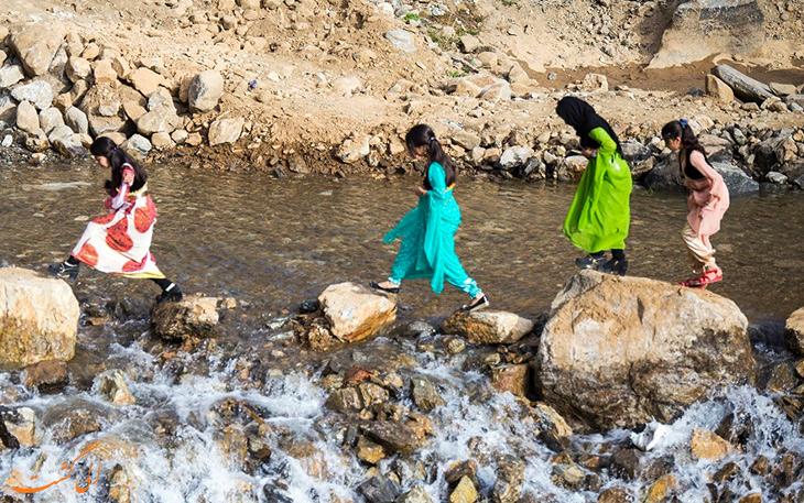 رودخانه خروشان روستای تنگی سر در سنندج