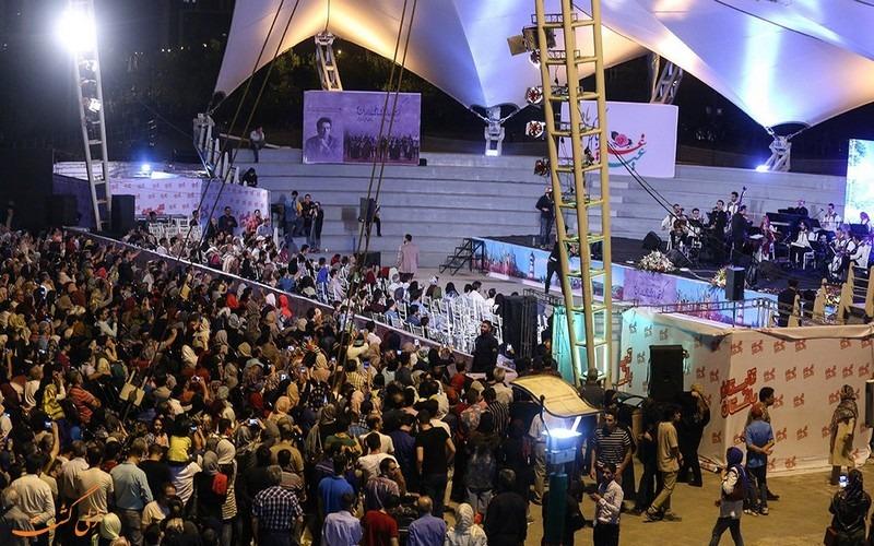 کنسرت خیابانی رایگان محمد معتمدی