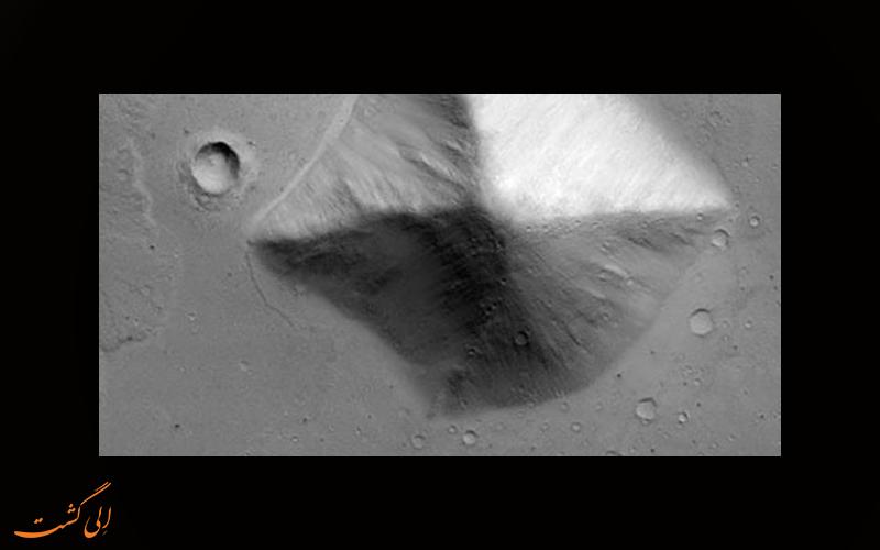 نزدیک اهرام مریخ