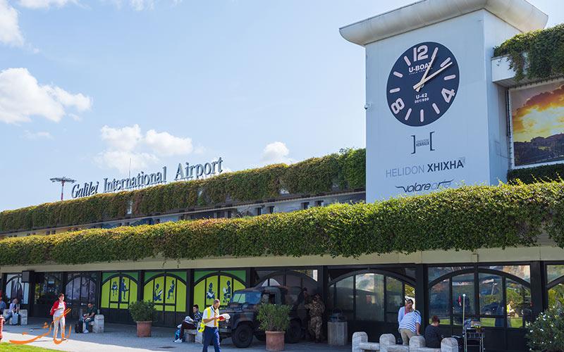 ورودی ترمینال فرودگاه پیزا