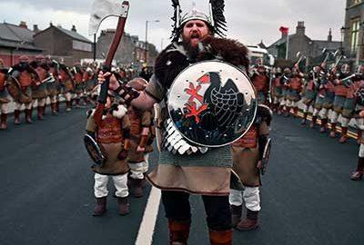 جشنواره آپ هلی آ وایکینگ ها در اسکاتلند
