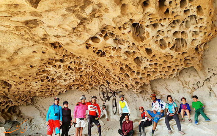 معماری زنبوری در غار ایوب در کرمان