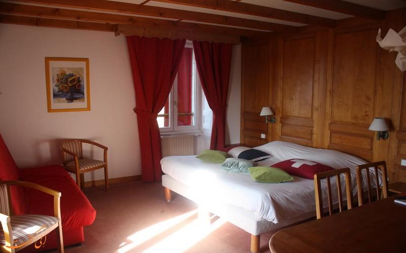 هتلی در مرز سوئیس و فرانسه