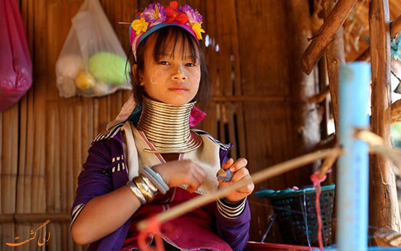 جوانان قبیله کارن تایلند