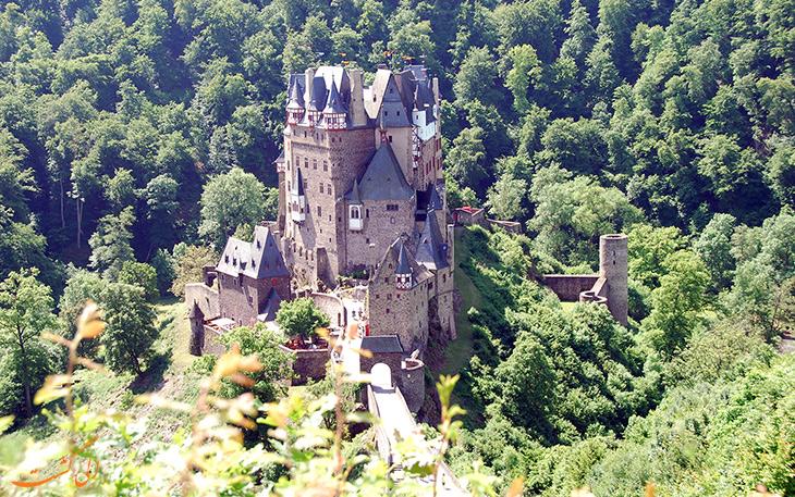 سه قلعه در یک ساختار