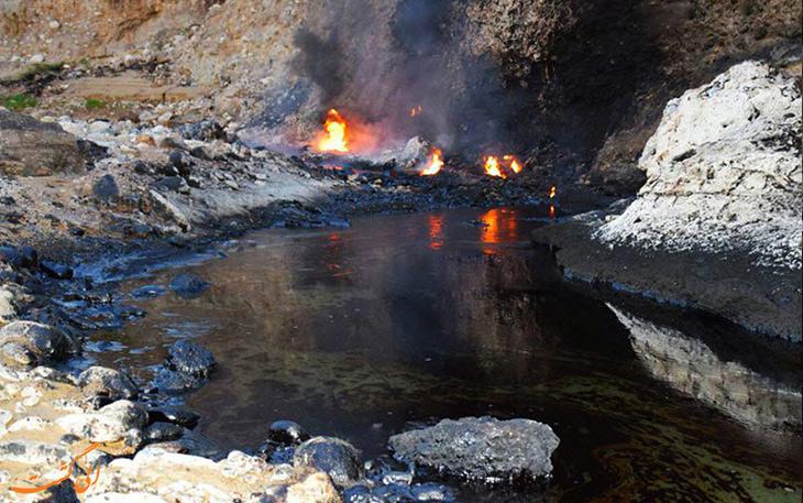 آتش در چشمه های جوشان قیر در رامهرمز