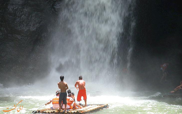 گشت در آبشار پاگسانجان در فیلیپین
