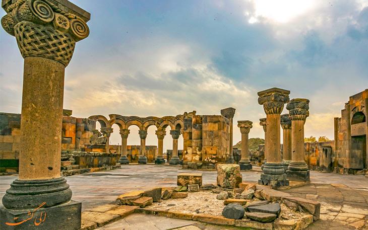 جزییات معماری و عناصر هنری کلیسای جامع زوارتنوتس