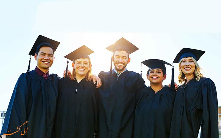 فارغ التحصیلان هندی