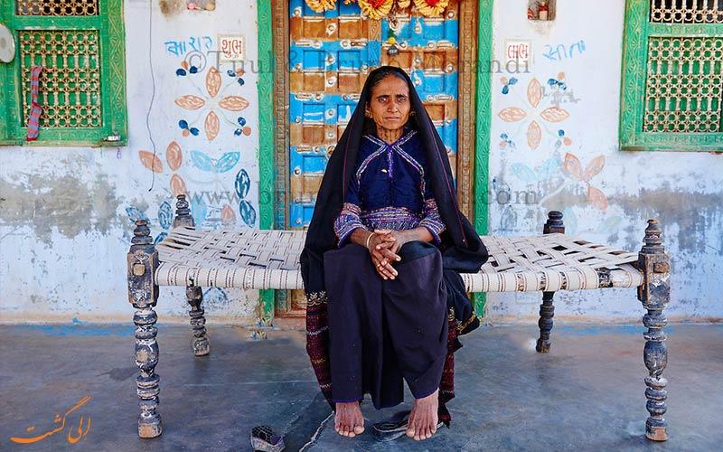 مردمان در عشایر رابادی هند