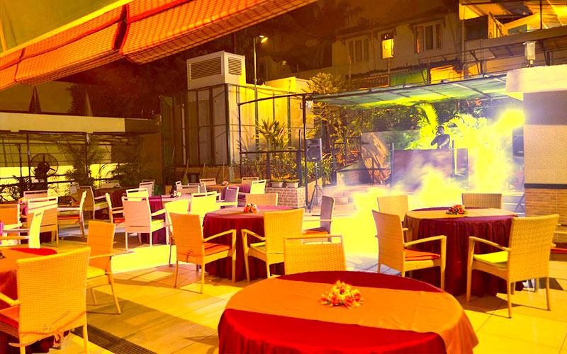 هتل امرالد جوهو بمبئی-موسیقی زنده
