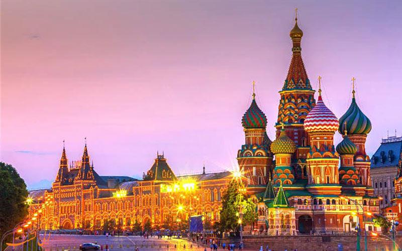 نمای شبانه جاذبه های دیدنی میدان سرخ مسکو